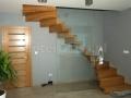 Balustrada przy schodach dywanowych.