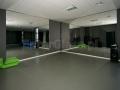 Duże lustra w studio fitness