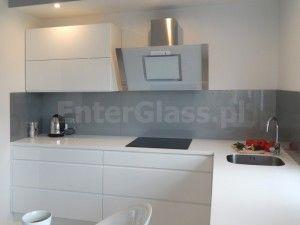 Panel lacobel montowany w kuchni.